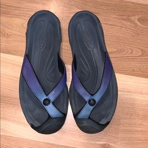 Keen sandals/flipflops purple/blue size 9.5